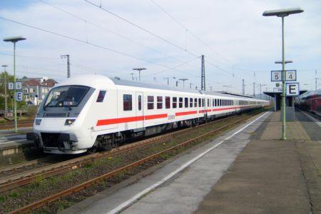 VLAK / TRAIN